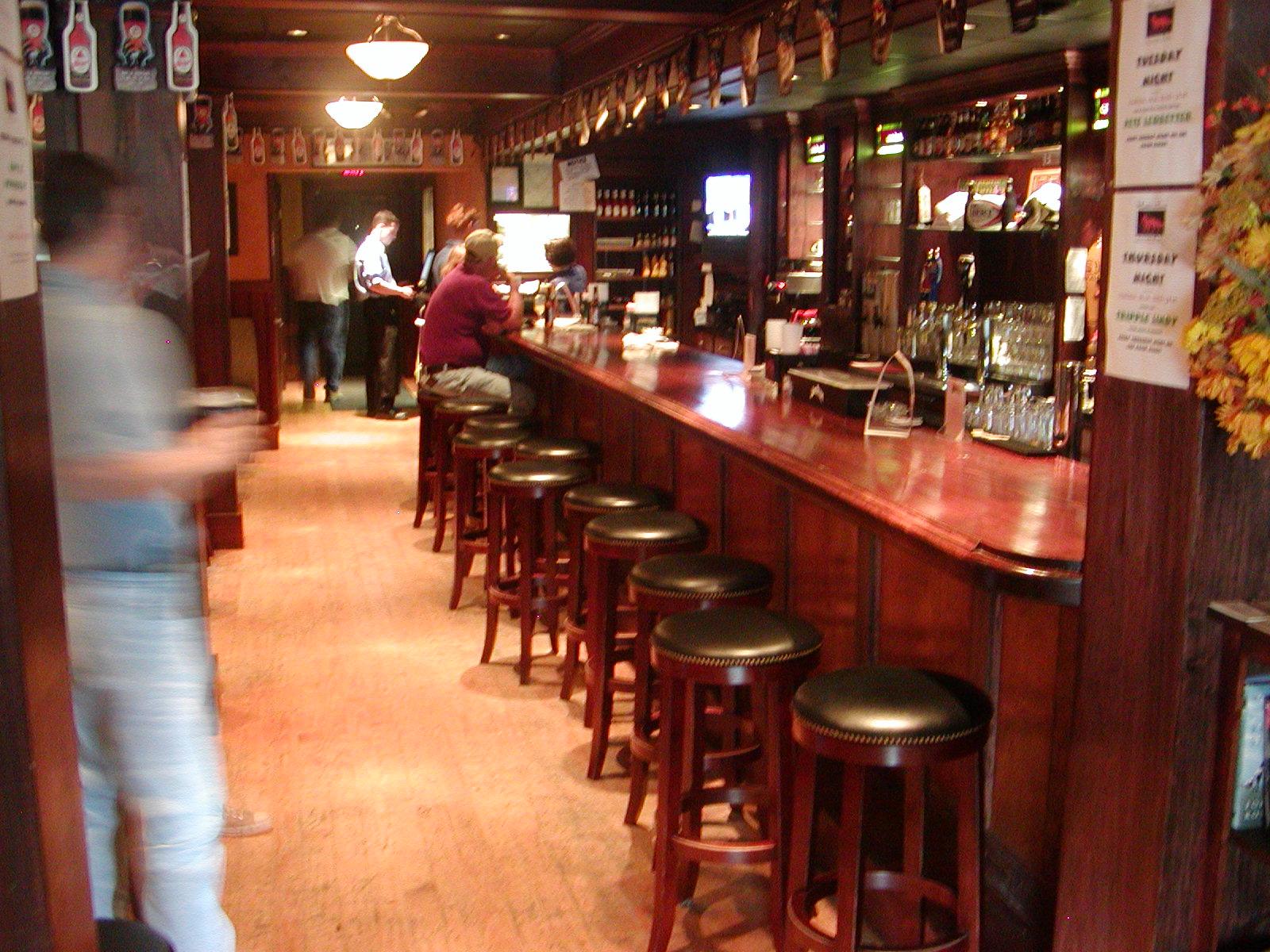 Madra rua irish pub - Pictures of bars ...